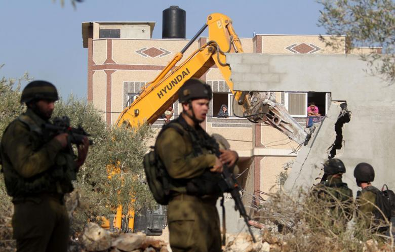 الاحتلال يهدم منازل وجدراناً استنادية في أريحا