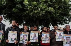 وقفة بغزة للتضامن مع الأسرى المضربين عن الطعام
