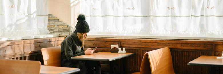 قلق واكتئاب.. كيف تشوه مواقع التواصل حياتنا؟