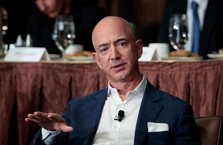 مؤسس أمازون يخسر مرتبة أغنى رجل في العالم