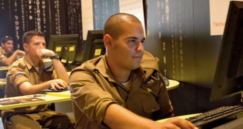 يديعوت: حماس اخترقت هواتف عشرات الجنود الإسرائيليين