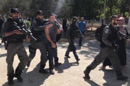 الاحتلال يعتقل أحد المصلين من المسجد الأقصى
