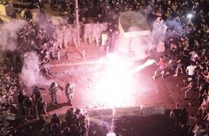 الأجهزة الأمنية اللبنانية ترمي المتظاهرين بوابلٍ كثيفٍ من قنابل الغاز
