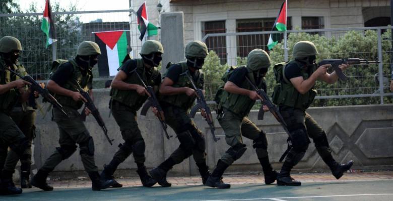 أجهزة الضفة تستدعي مواطناً وتواصل اعتقال العشرات