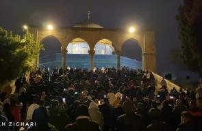 الآلاف يؤدون الفجر في المسجدين الأقصى والإبراهيمي