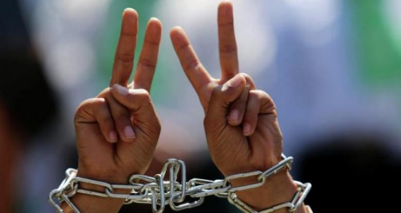 الاحتلال يفرج عن الأسير عبد الله أبو بكر بعد قضاء 5 سنوات في الأسر