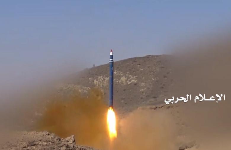الحوثي يقصف نجران بصاروخ ويتحدث عن عشرات القتلى