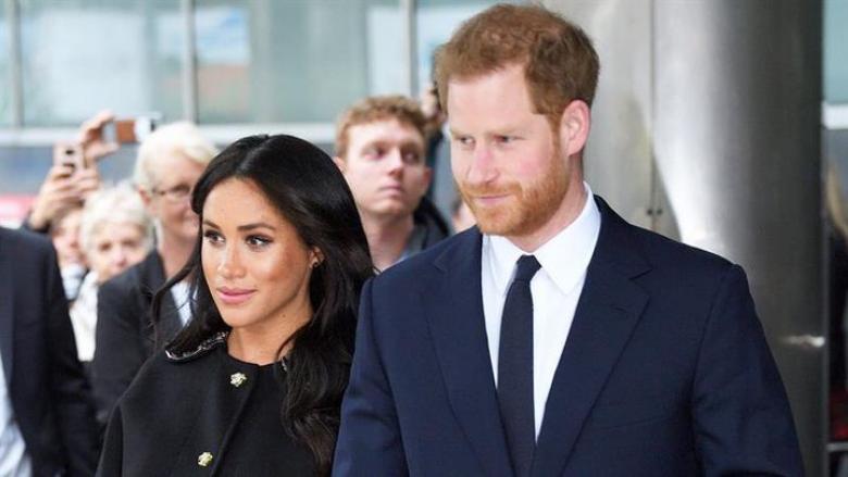 هاري وميغان يقرران التخلي عن الملكية والقصر يعلق