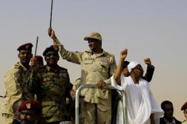 أسرار انقلاب السودان.. لماذا أغلق حميدتي هواتفه؟