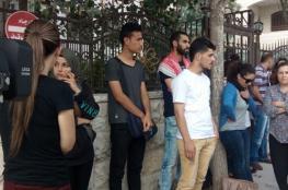 نشطاء يغلقون مقر الصليب الأحمر بالبيرة