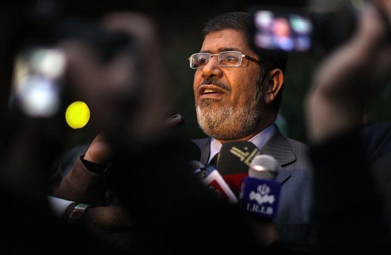 خطأ فادح من مذيعة مصرية خلال قراءة خبر عن مرسي