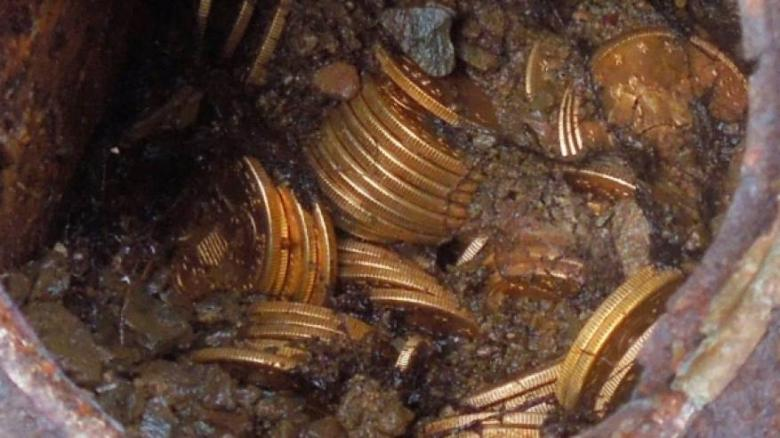 مصري يكتشف كنوز قارون