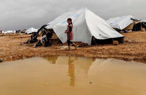 معاناة النازحين السوريين داخل المخيمات في الشتاء