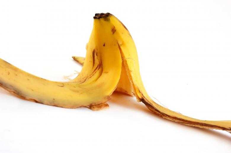 ترطيب القدمين بقشر الموز