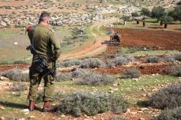 الاحتلال يواصل طرد قاطفي الزيتون من أراضيهم جنوب نابلس