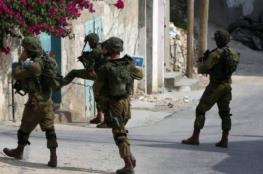 الاحتلال يداهم مسجدًا في العيسوية ويصيب ثلاثة مصلين