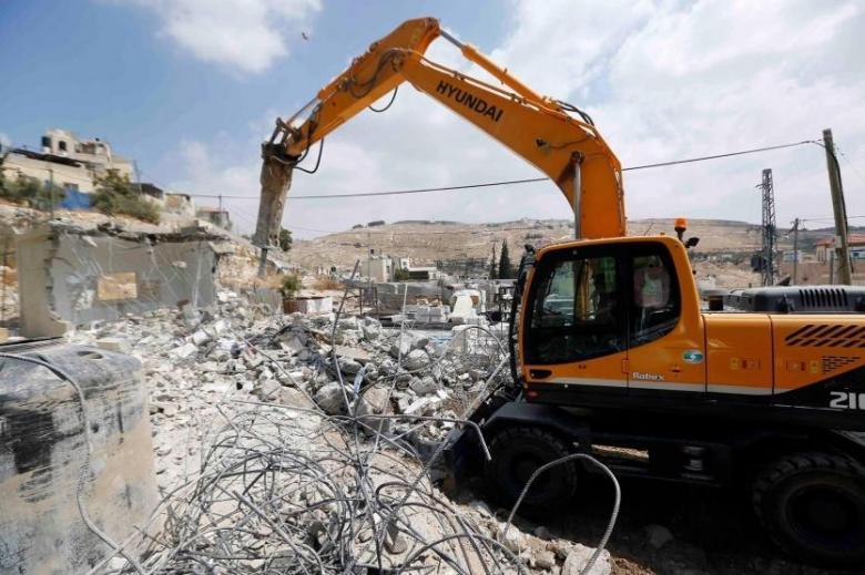 الاحتلال يهدم منزلا في القدس ويشرد قاطنيه