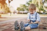كيف تكتشفِ أن طفلك مدمن على الهاتف المحمول؟