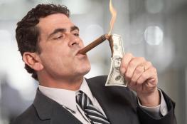 8 أشخاص يملكون نصف ثروة البشر