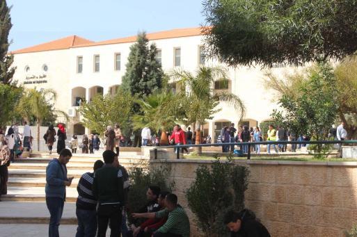 الحكومة تنفرد بالجامعات والنجاح توقف الإضراب