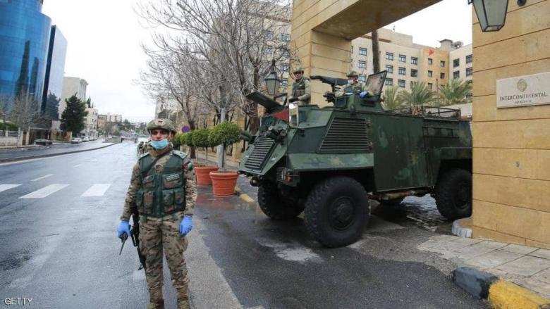 """الجيش الأردني """"يعزل"""" عمان.. والحركة بتصريح"""