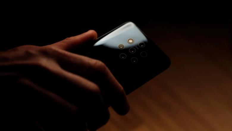 لماذا أصبح هاتفك الذكي يحتاج كل هذه العدسات الإضافية؟