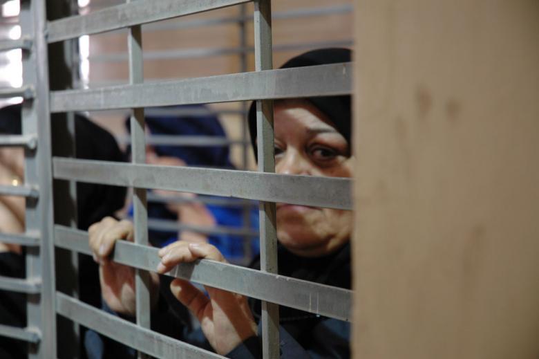 نادي الأسير: 19 أسيرة من الأمّهات يُحرمن من العيش مع أبنائهن