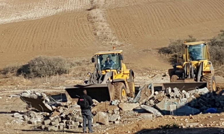 الجرافات الإسرائيلية تهدم منزلا في قرية السيد بالنقب