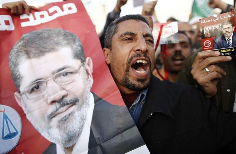كاتب أردني: مرسي شاهد على ورقة اقتراع توصل للموت