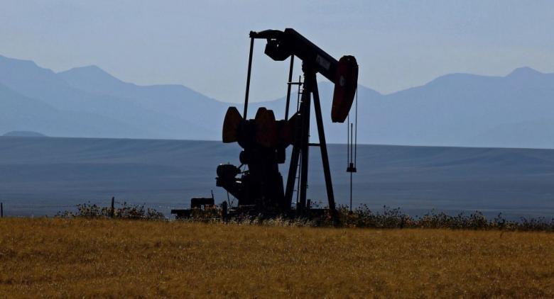 هبوط مخزونات النفط الأمريكية أكثر من المتوقع