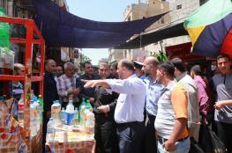 بلدية خانيونس والشرطة تتفقدان الأسواق وشوارع المدينة خلال رمضان