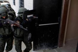 أجهزة الضفة تعتقل 4 مواطنين وتستدعي 2 آخرين