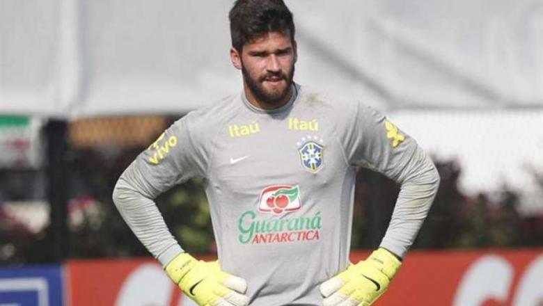 ليفربول يقدم عرضا ضخما لضم حارس منتخب البرازيل