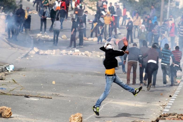 مواجهات عنيفة في بلدة حلحول قرب الخليل