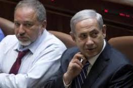 """استطلاع: حكومة لـ""""نتنياهو"""" دون """"ليبرمان"""" بعيدة المنال"""