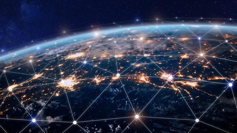 """الإنترنت """"تنتشر"""" عبر العالم.. ونصف البشرية يستخدمونها"""