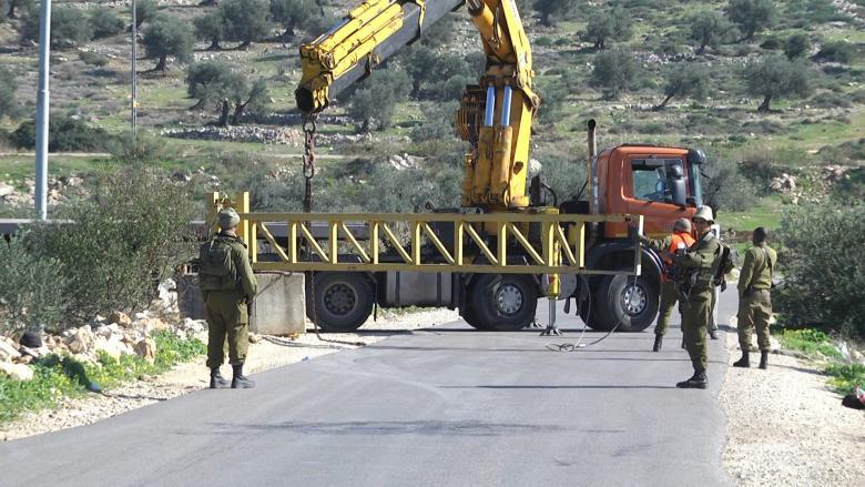 الاحتلال يعيد فتح طريقين في رام الله ونابلس