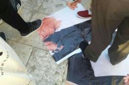 """تمزيق صورة لـ""""عباس"""" وقيادات فتح بالمسجد الأقصى"""