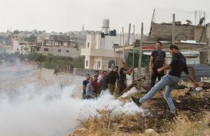 قوات الاحتلال تعتدي على الشبان خلال محاولتهم اجتياز الجدار الفاصل للوصول إلى القدس