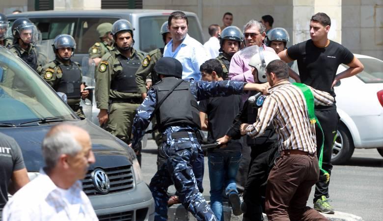 أجهزة الضفة تعتقل مواطنين وتواصل اعتقال آخرين