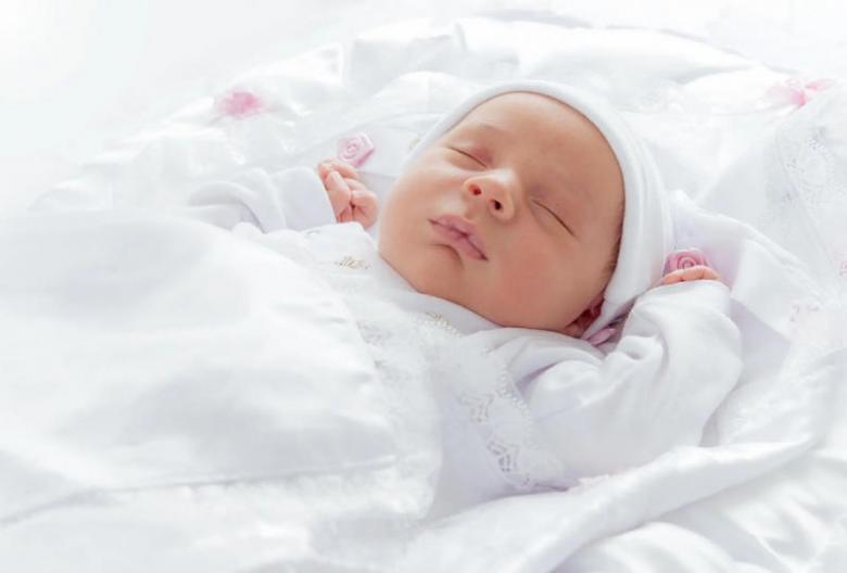 3 مراحل لتطور نمو الطفل في الشهر الأول