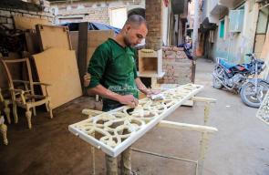 صناعة الأثاث.. أنامل مصرية تنحت جذوع الخشب.