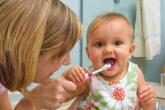 طرق العناية بأسنان الأطفال