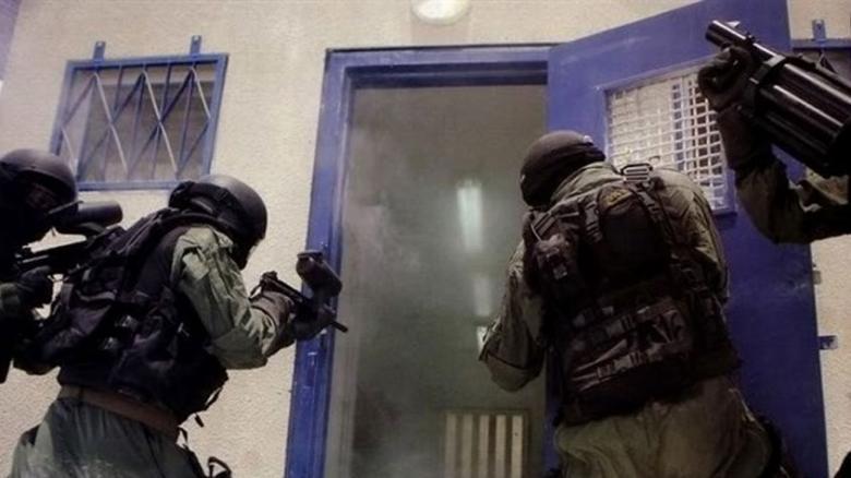 """توتر في سجن """"النقب"""" بعد اقتحام وحدات القمع أقسامه"""
