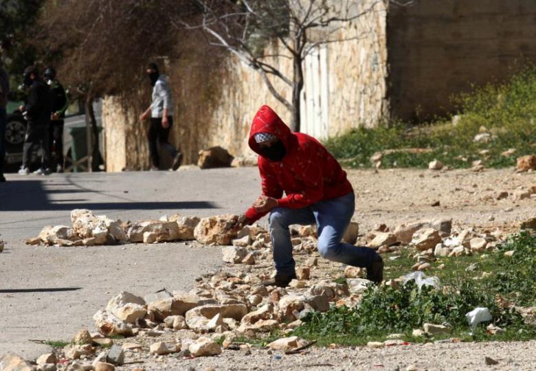 الاحتلال يعتقل شابين من الطور بزعم رشق الحجارة