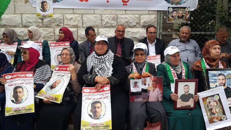 """وقفة تضامنية بطولكرم مع الأسرى واحتجاجية ضد تقليصات """"الأونروا"""""""