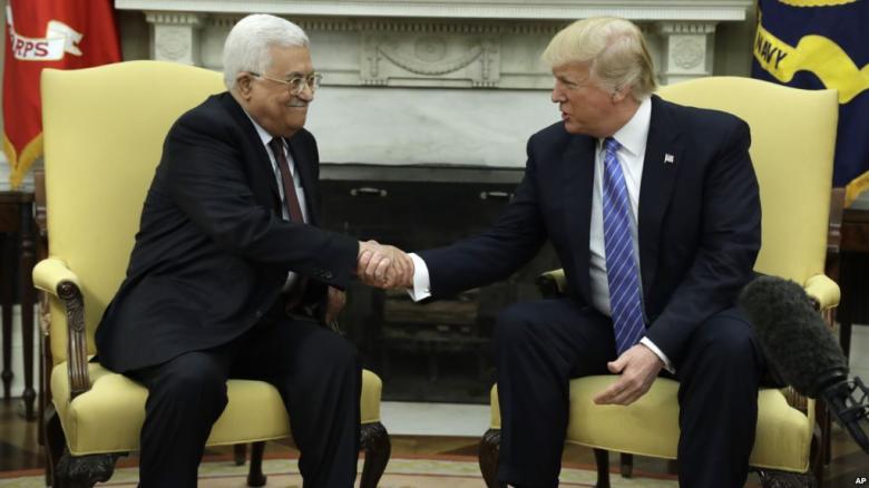 هآرتس: ترامب يعمل على خطة تسوية جديدة وطلب من عباس الصبر