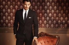 طريقة تنسيق ألوان القمصان الرجالية مع البدل
