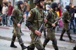 أجهزة الضفة تعتقل مواطنيْن وتستدعي آخر