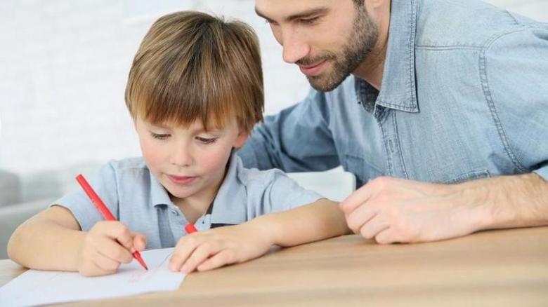 كيفية التعامل مع الطفل العنيد في الدراسة
